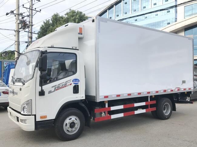 解放J6F(5.2米)冷藏车