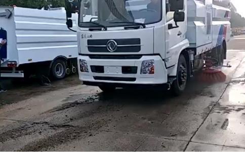 东风天锦国五吸尘车