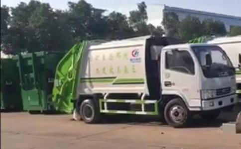 多利卡压缩垃圾车