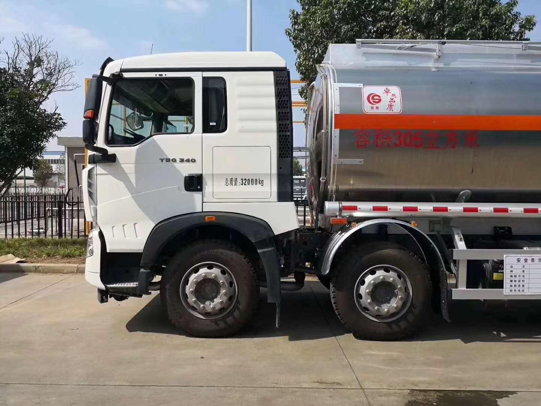 东风天龙油罐车图片