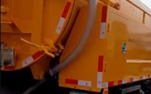 清洗吸污车吸污工作效果视频