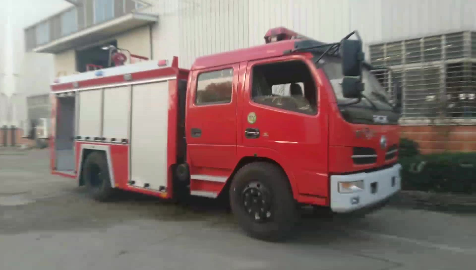 东风多利卡双排消防洒水车视频