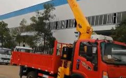 蓝牌随车吊5吨货箱长度带伸缩吊车视频