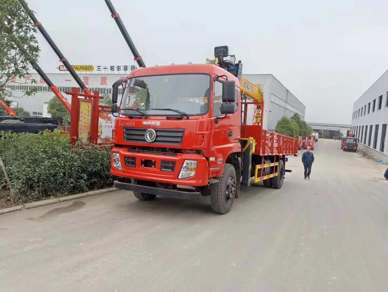 东风专底180马力4节8吨随车吊图片