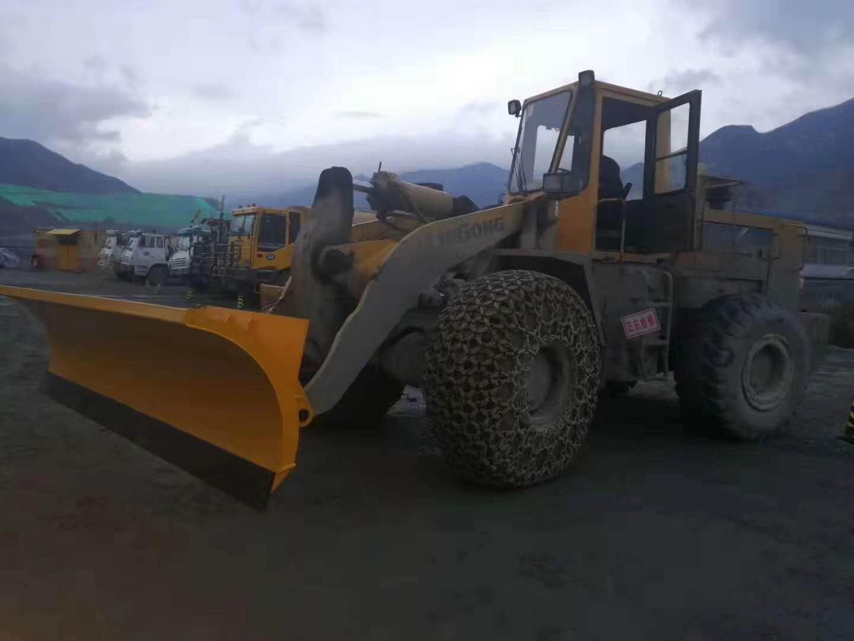 装载机加装雪铲工作视频可上门安装视频