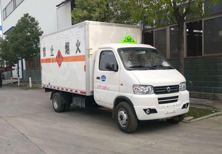 东风俊风易燃气体厢式运输车