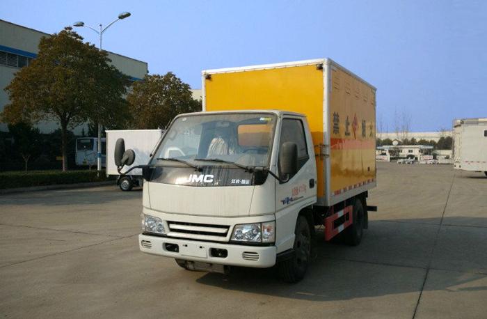 江铃顺达3.15米易燃气体厢式运输车