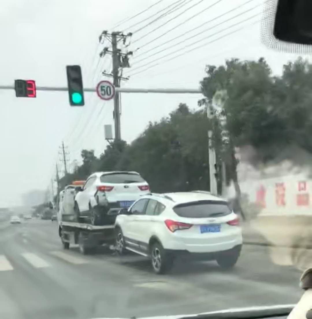 看蓝牌清障车怎样做到一拖二视频
