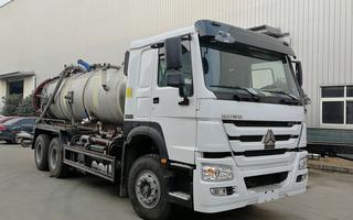重汽豪沃6X4 12-15方大型吸污車出口廠家