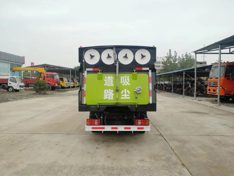 福田2600轴距吸尘车图片