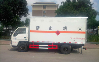 江铃易燃气体箱式运输车图片