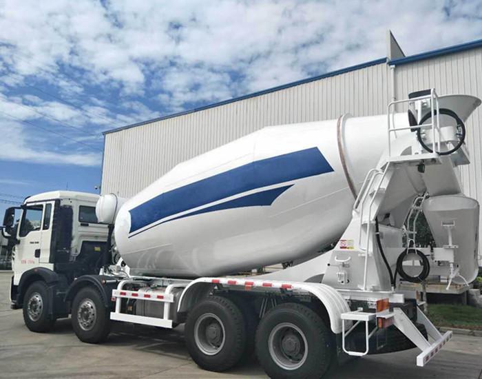 重汽豪沃T5G轻量化12方混凝土搅拌运输车