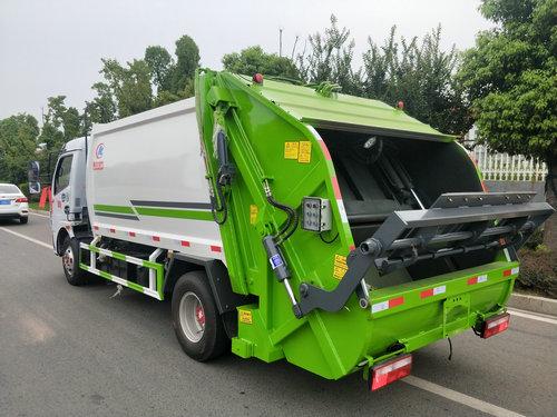 压缩式垃圾车图片