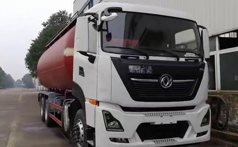 东风天龙国六排放粉粒物料运输车视频