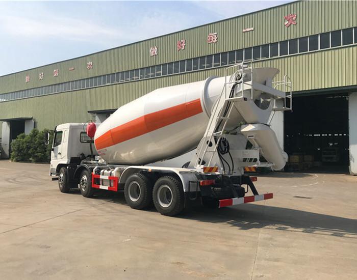 联合重卡轻量化12方混凝土搅拌运输车