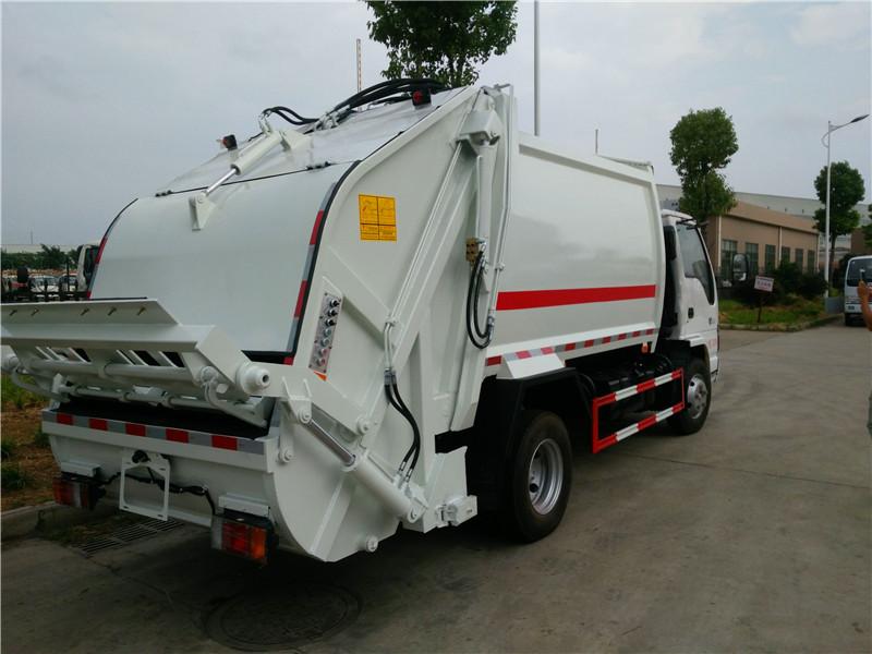 五十铃压缩式垃圾车图片