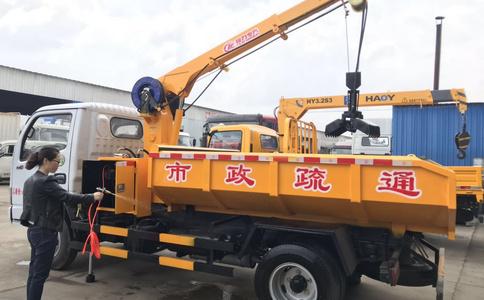 东风多利卡抓泥清淤车操作方法
