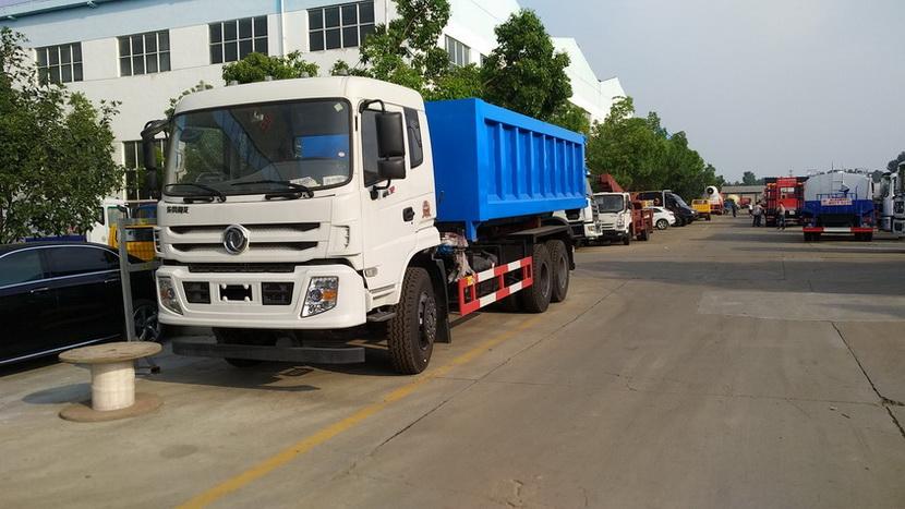 25方东风天龙勾臂式垃圾车生产厂家