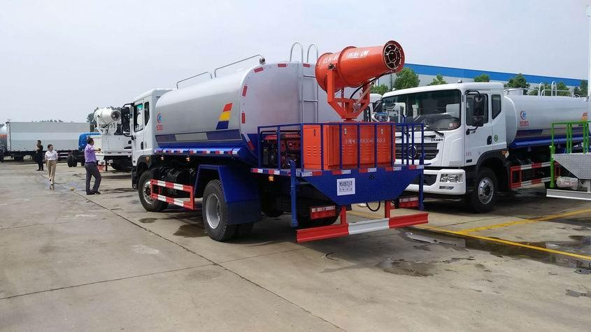 原邯郸县环保局担任收购雾炮车的作业人员通知南都 ,他们在4月的投标中购买了一台雾炮车和一台浇水车。