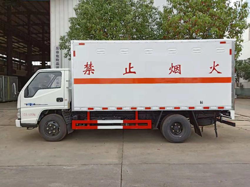 江铃顺达易燃固体运输车