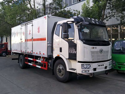 解放J6杂项危险品运输车