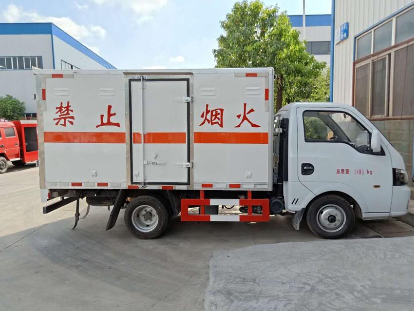 东风途逸易燃固体运输车
