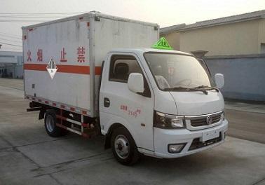 东风途逸9类杂项危险品厢式车