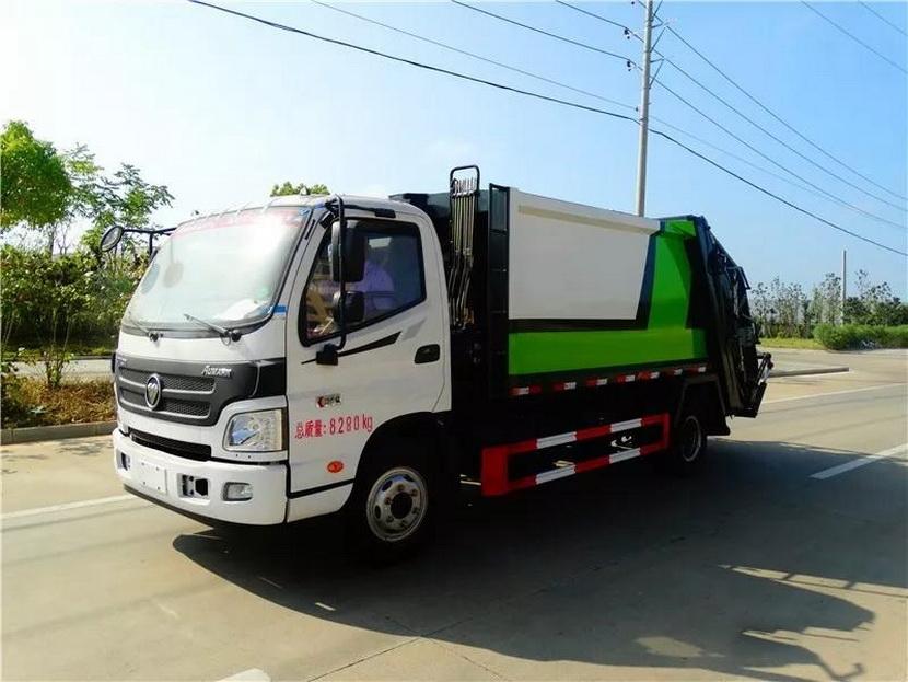 采购12吨天锦垃圾压缩车多少钱一辆将日常生活垃圾在压垃圾车中进行压缩,较为彻低解决了垃圾运输过程中的二次污染的问题。