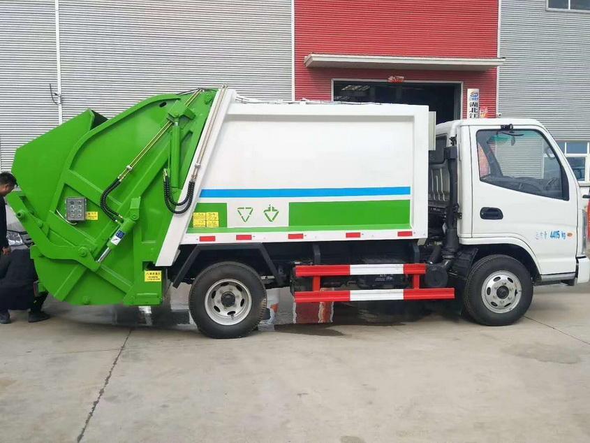 采购14吨天锦压缩式垃圾车多少钱一辆随着技术发展,轻卡上的气刹系统也在逐步的优化,现在很多车型都标配干燥罐,尽量吸收气路中的水汽。