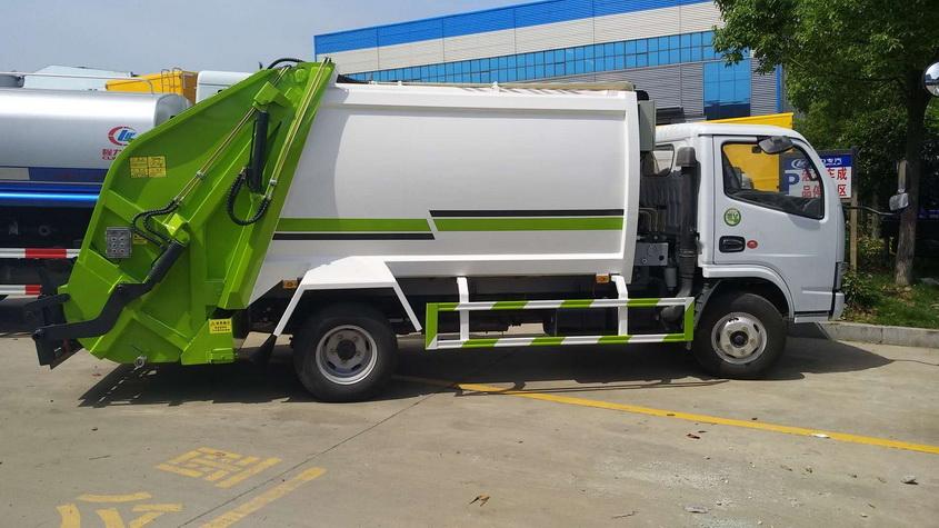 采购16吨天锦压缩式垃圾车价格配置按下取力器开关,使其断开。开车到下一个垃圾收集点。