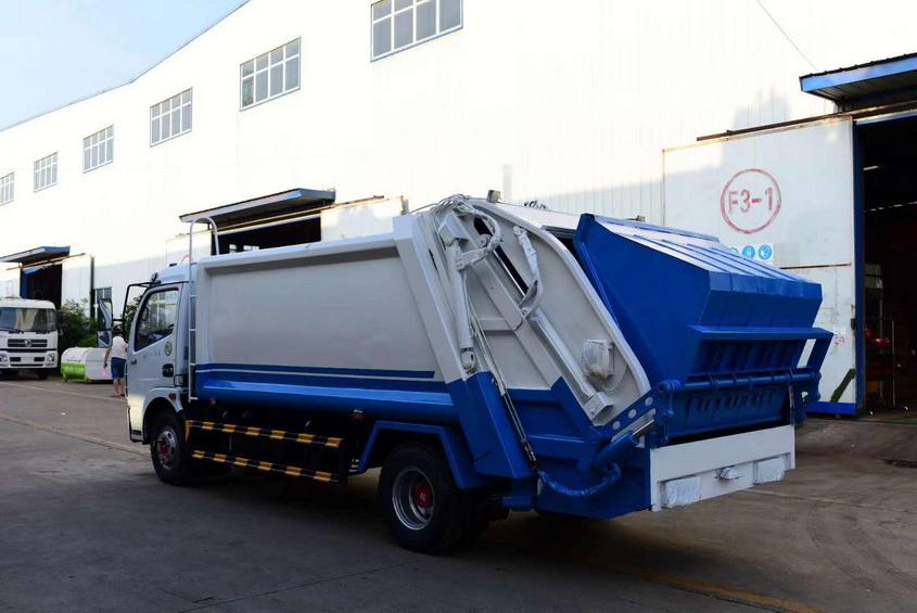 5吨垃圾压缩车生产厂家如果车身有漆面脱落的应及时就行修补。
