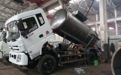 江蘇揚州大型真空帶吸污潲水_泔水_餐廚垃圾車價