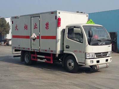东风多利卡8类腐蚀性危险品厢式车