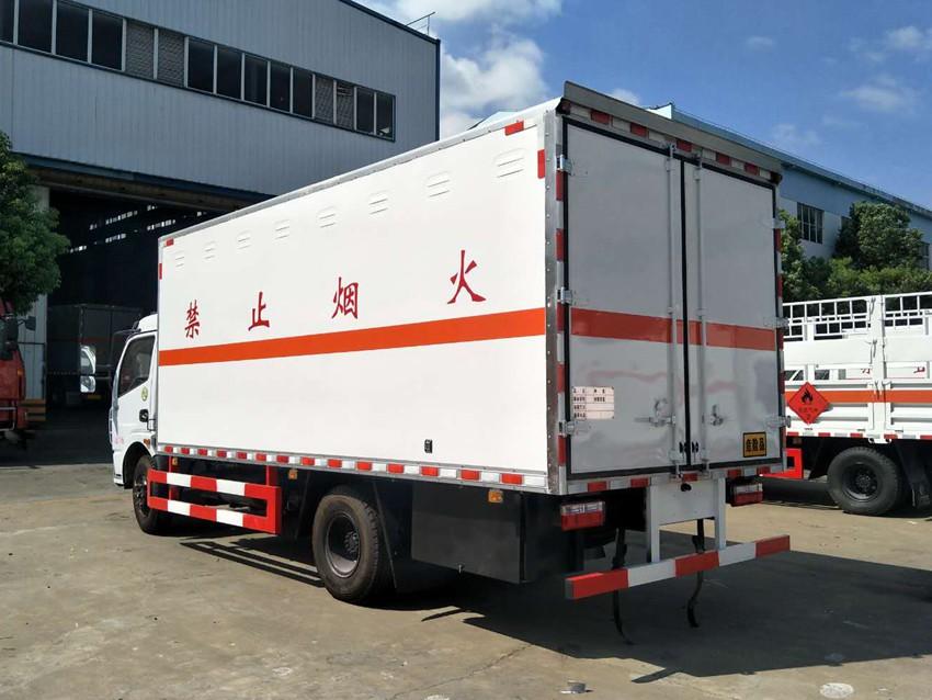 东风多利卡D7爆破器材运输车