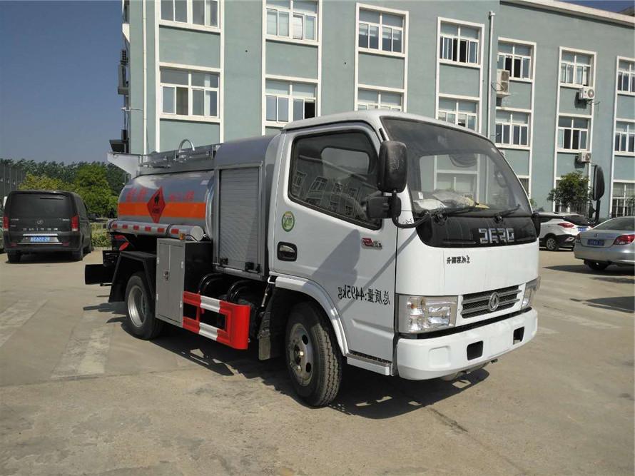 東風多利卡藍牌小型加油車1.5噸