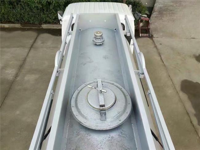 甲醇油罐車易燃液體罐式運輸車圖片
