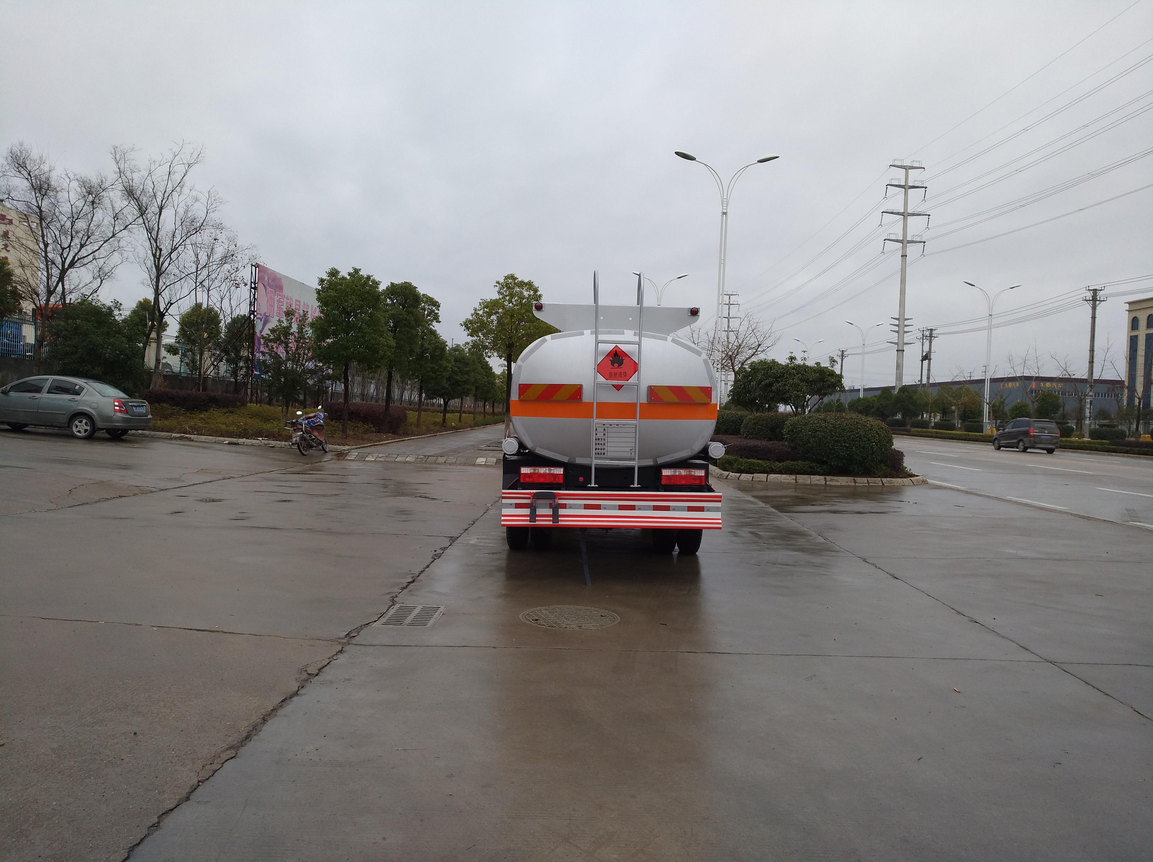 東風多利卡5噸飛機加油車航空煤油車圖片