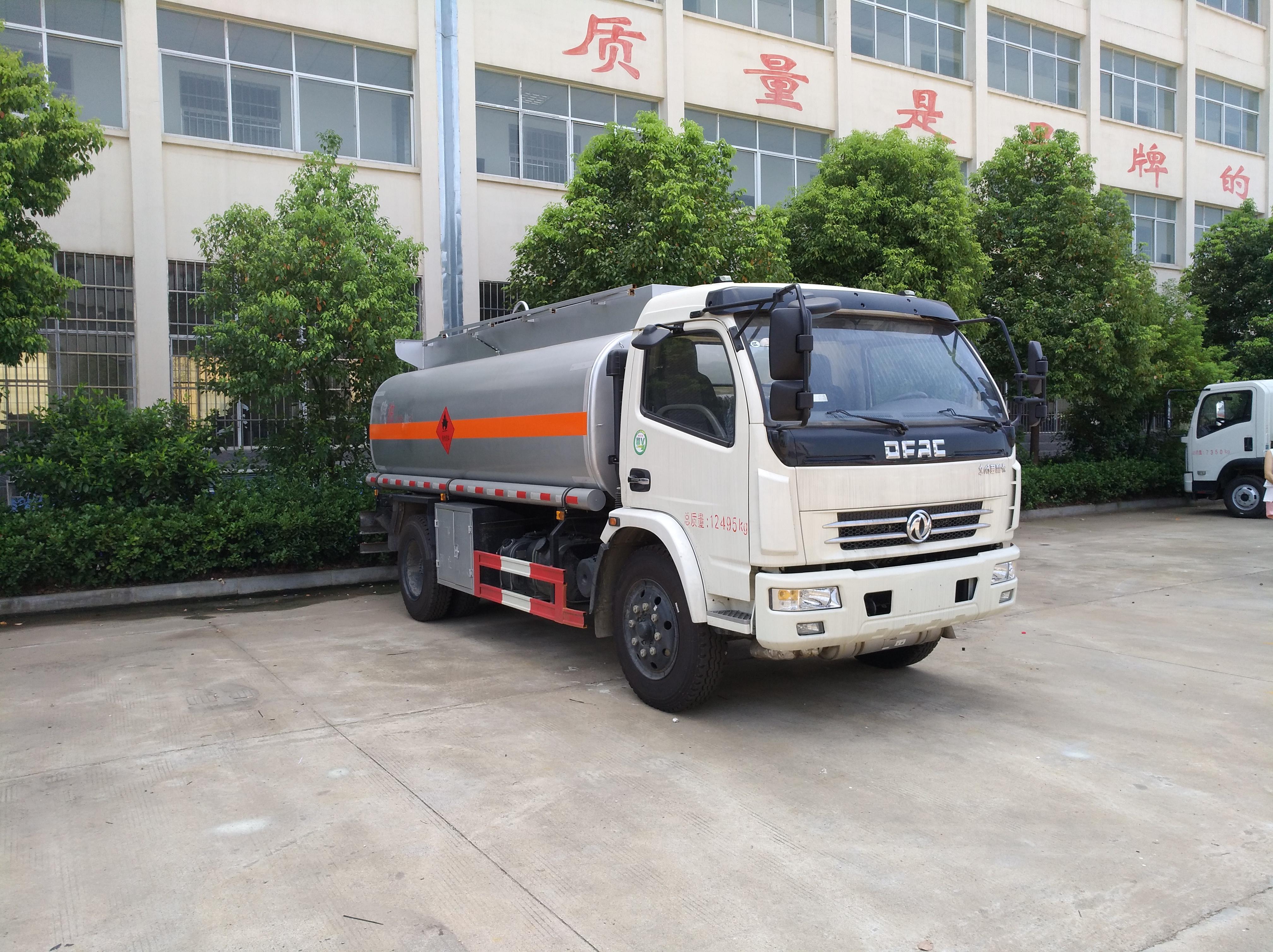 多利卡8噸加油車