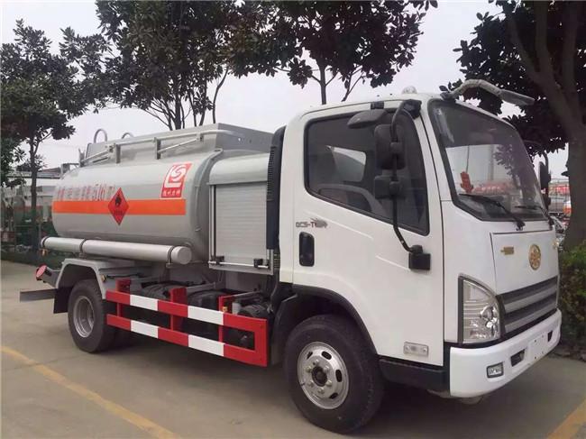 解放加油車4噸(汽柴煤油)110馬力圖片