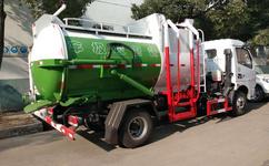 贵州凯里6吨泔水_潲水_餐厨垃圾车_罐体采用铰链连接