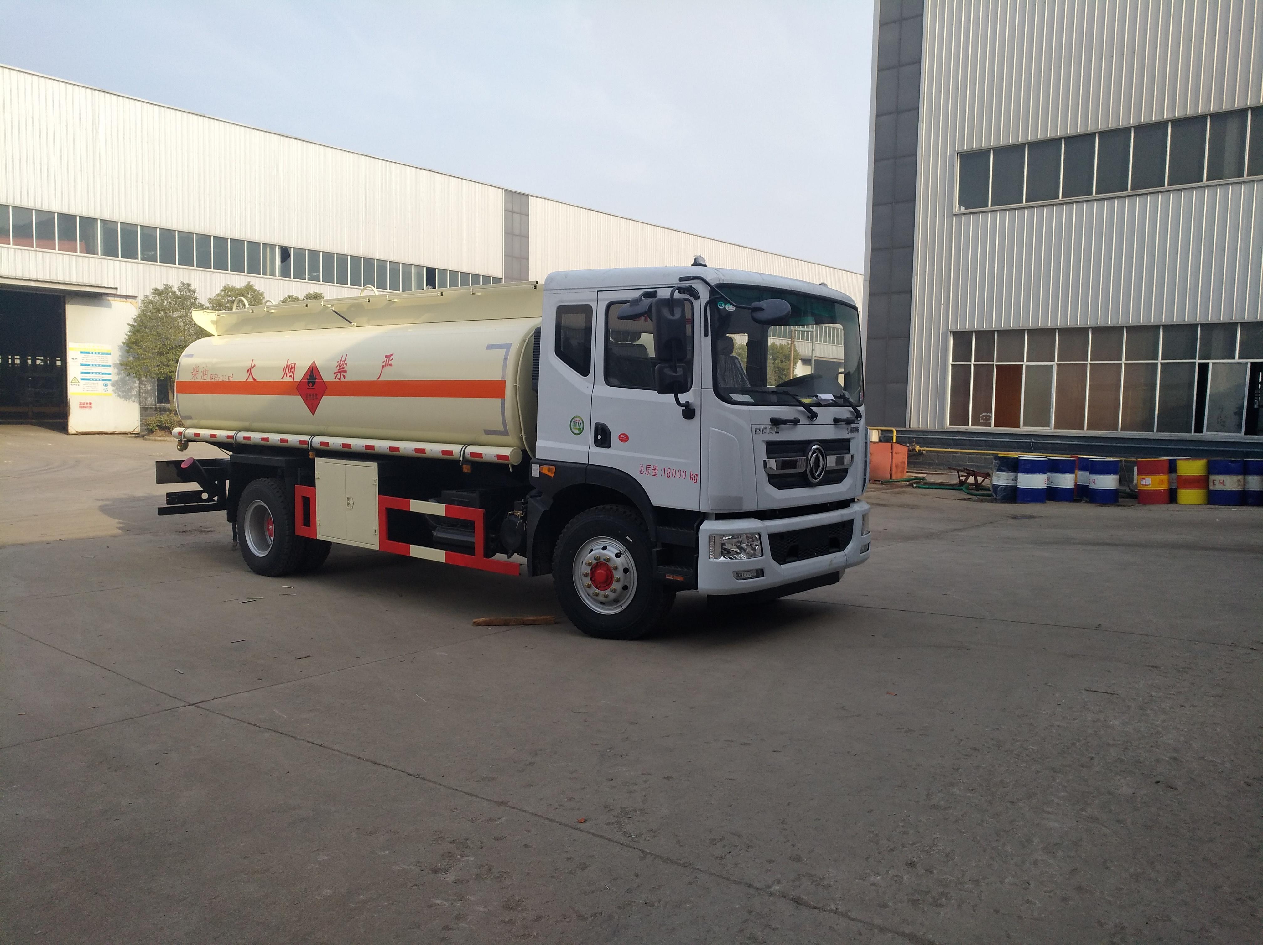 多利卡10噸油車