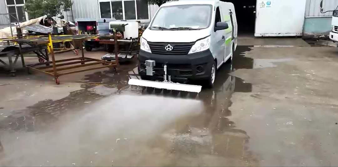 小型路面清洗车