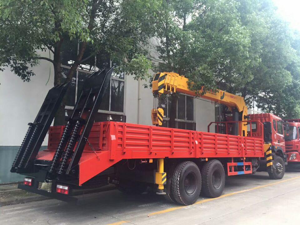 (8-12吨吊机)解放J6后双桥随车起重运输车_高清图片