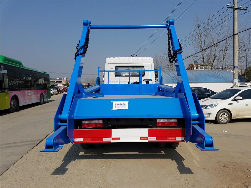 东风专底摆臂式垃圾车高清图片