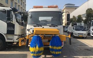东风天锦8方护栏清洗车图片