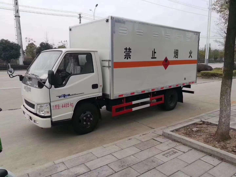 江鈴藍牌危險物品廂式運輸車圖片