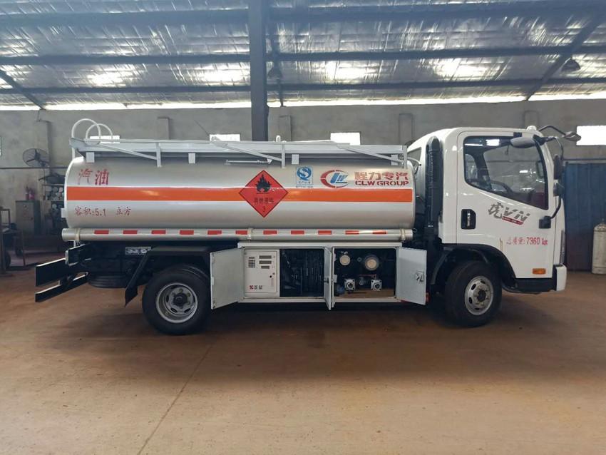 解放虎V5吨加油车
