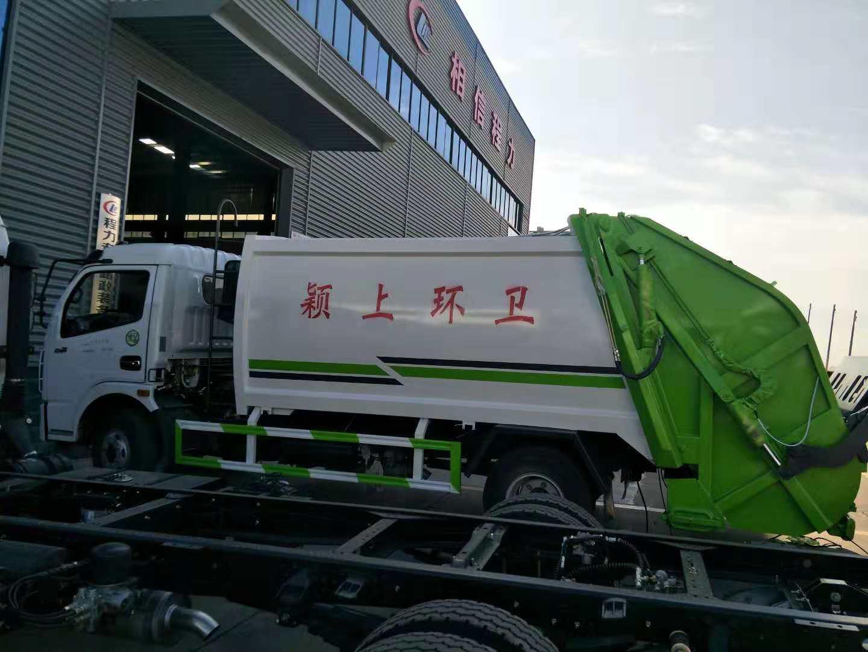 東風8方垃圾車側面圖片