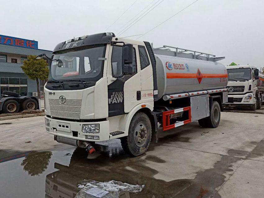 解放J6 12吨加油车
