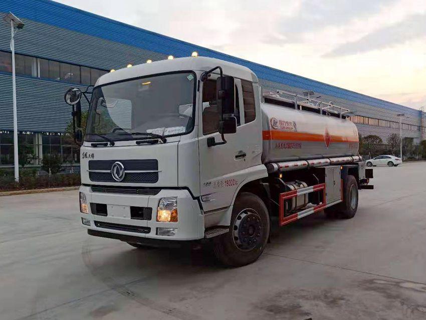 东风天锦10吨加油车